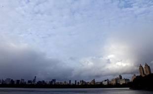 """Y-a-t-il un lien entre changement climatique et cyclones ? Ce sujet complexe est l'un des plus âprement discutés entre climatologues dont le groupe d'experts de référence, le Giec, a néanmoins jugé """"probable"""" que les ouragans soient plus puissants au cours du XXIè siècle."""