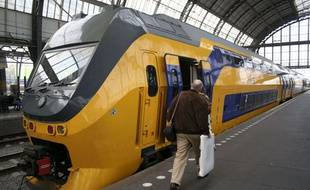 Un train en gare d'Amsterdam.