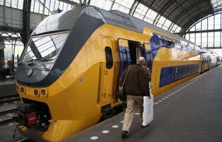 Un train en gare d'Amsterdam.