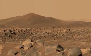 Illustration: Photo de la Nasa obtenue le 12 mai 2021 montrant une image de «Santa Cruz», une colline à environ 2,5 km du rover Perseverance, le 29 avril 2021.