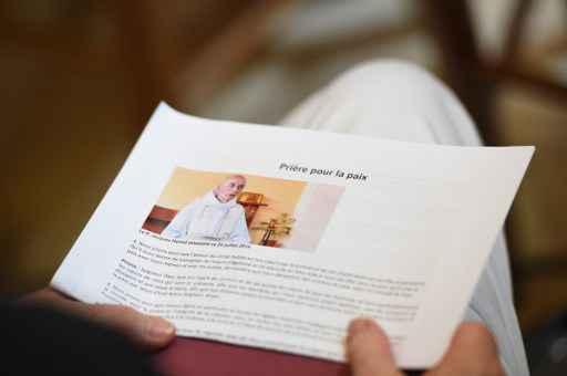 Nouveaux rassemblements interreligieux, deux gardes à vue se poursuivent — Prêtre assassiné