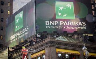 Une publicité pour BNP Paribas à New York, le 6 mai 2014.