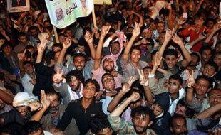 Des partisans du président yéménite Ali Abdallah Saleh ont tiré jeudi à Sanaa sur une manifestation réclamant sa traduction en justice, faisant cinq morts, un incident rapidement condamné par M. Saleh au lendemain d'un accord sur le transfert pacifique du pouvoir.