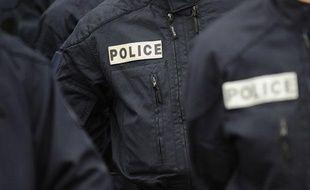 Illustration police: des policiers en uniforme.
