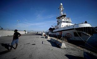 Le navire humanitaire de l'ONG espagnole Proactiva Open Arms a jeté l'ancre jeudi juste en face de l'île de Lampedusa (Italie) avec 147 migrants à bord.