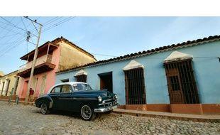 Dans les rues de Trinidad, à Cuba (format grand angle).