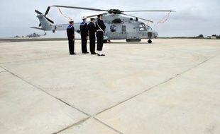 Le ministre français de la Défense a passé une commande de 34 hélicoptères de transport militaire NH90, a annoncé lundi Eurocopter (groupe EADS), qui coproduit ces appareils européens.