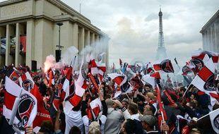 Les supporters du PSG sur la Place du Trocadéro, le 13 mai 2013.