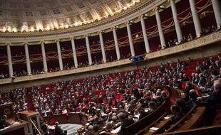 Illustration de l'Assemblée nationale et des députés lors de la séance de questions au gouvernement, le 2 décembre 2016 à Paris.