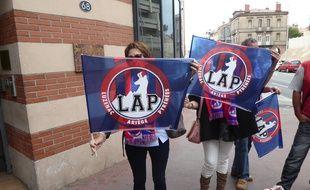 Des supporters du club ariégeois de Luzenac devant le tribunal administratif de Toulouse, le 25 avril 2017.
