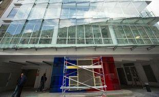 L'UMP a définitivement quitté son siège national de la rue La Boétie, dans le VIIIe arrondissement de Paris, à deux pas de l'Elysée, pour s'installer lundi dans de nouveaux locaux dans le XVe, quartier plus excentré de la capitale.