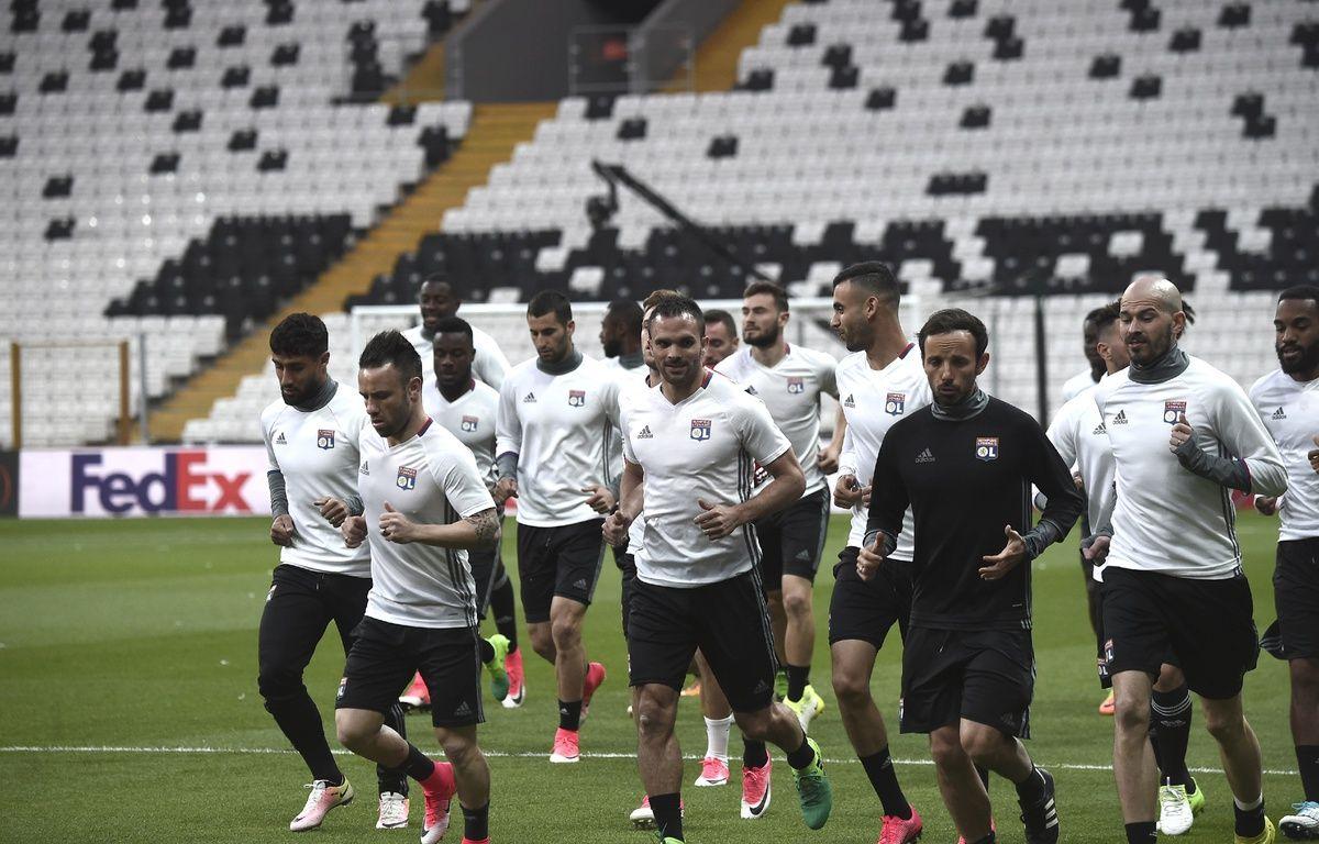 Les Lyonnais se sont entraînés dans le stade du Besiktas, mercredi – OZAN KOSE / AFP