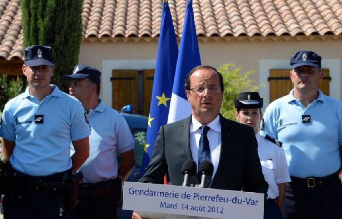 """La sécurité est """"non seulement une priorité mais une obligation"""": cent jours après son élection, François Hollande a promis mardi de répondre avec toute la rigueur républicaine à l'insécurité, lors d'une visite coïncidant avec les violences survenues à Amiens. – Boris Horvat afp.com"""
