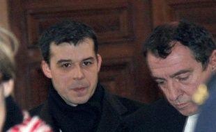 """La deuxième journée de l'audience disciplinaire de Fabrice Burgaud a donné lieu mardi à une passe d'armes entre la Chancellerie et la défense sur le caractère """"délibéré"""" des fautes imputées au juge de l'affaire d'Outreau qui a fait citer plusieurs témoins pour défendre son travail."""