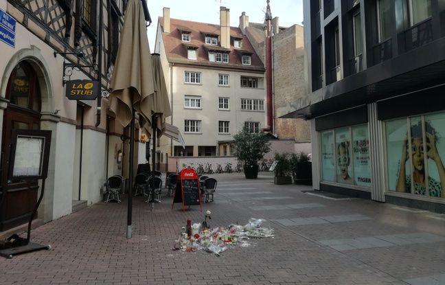 Devant le restaurant la Stub, rue du Saumon, où est décédé Pascal Verdenne, jeune retraité strasbourgeois de 61 ans, conserve des traces d'hommage un mois après les fusillades.