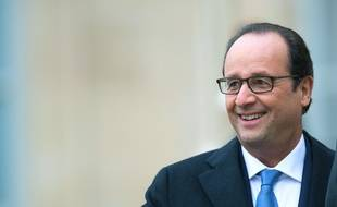 le président François Hollande avec le sourire