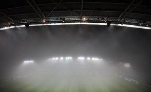 Le stade de la Beaujoire sous une épaisse nappe de brouillard.