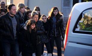 La gendarmerie a lancé lundi un appel à témoins dans le cadre du meurtre du jeune Maxime, après les obsèques du collégien de 14 ans retrouvé mort la semaine dernière à Etouvans (Doubs), le corps partiellement carbonisé.