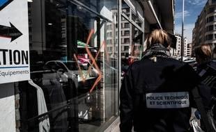 La police a constaté ce vendredi la vingtaine de tags racistes et antisémites effectués dans la nuit au niveau de l'avenue Berthelot, dans le 7e arrondissement de Lyon. JEFF PACHOUD