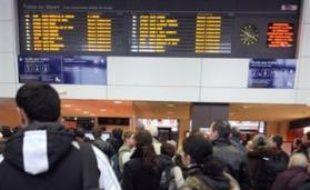 Près de 800 voyageurs, bloqués samedi dans des trains paralysés par la tempête en Gironde, dans les Landes, dans le Lot-et-Garonne et dans les Pyrénées-Atlantiques, ont été hébergés ou acheminés par bus par la SNCF, a-t-on appris auprès de la SNCF.
