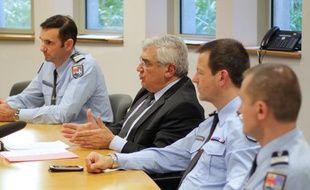 Le procureur de Grasse Georges Gutierrez (au centre).