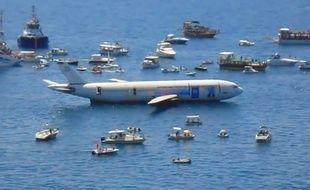 Les autorités turques font couler un Airbus pour encourager le tourisme lié à la plongée sous-marine à Kusadasi, le 4 juin 2016