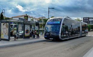 Un Tram'Bus du réseau Chronoplus à Bayonne