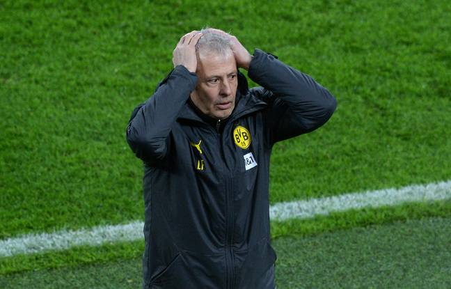Dortmund's Swiss coach Lucien Favre reacts during the German first division Bundesliga football match BVB Borussia Dortmund v 1.FC Cologne at the Signal Iduna Park Stadium in Dortmund, western Germany, on November 28, 2020. (Photo by UWE KRAFT / various sources / AFP) / DFL REGULATIONS PROHIBIT ANY USE OF PHOTOGRAPHS AS IMAGE SEQUENCES AND/OR QUASI-VIDEO