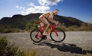 Chris Froome à poil et à vélo.