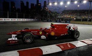 Le pilote espagnol de Ferrari, Fernando Alonso, lors des essais libres du Grand Prix de Singapour, le 24 septembre 2010