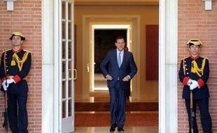"""L'Espagne va prendre de nouvelles mesures """"importantes"""" dans les prochains jours pour réduire son déficit public, a annoncé samedi le chef du gouvernement Mariano Rajoy, au terme d'une semaine de vives tensions autour de la stabilité financière de ce pays."""