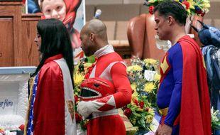 Superman, Batman ou encore les Tortues Ninja étaient présents ce 5 octobre 2016 aux obsèques du jeune Jacob (6 ans), fan de superhéros, décédé suite à l'attaque de son école à Townville (Caroline du Sud)