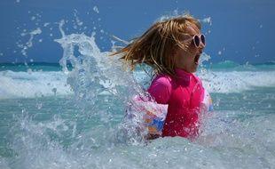 36538ff6ca Les dermatologues conseillent d'équiper les plus jeunes d'un vêtements  anti-UV