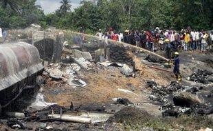 Au moins 100 personnes sont mortes et une cinquantaine ont été blessées jeudi dans l'incendie qui a suivi l'accident d'un camion-citerne dans le sud du Nigeria et plus de 85 corps n'ayant pu être identifiés ont été aussitôt enterrés sur place.