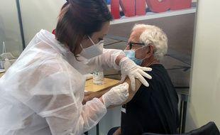 Henri Leibovici, 76 ans, a reçu sa deuxième dose le vendredi 2 avril 2021, c'était la 100.000e distribuée dans la métropole niçoise