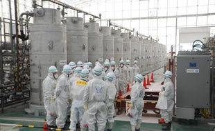 Photo publiée le 17 février 2015 par l'Agence internationale de l'énergie atomique (AIEA) montrant une visite par ses experts de la centrale de Fukushima