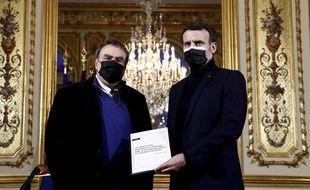 Benjamin Stora remet son rapport à Emmanuel Macron, le 20 janvier.