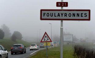 Un panneau signalétique à l'entrée de Foulayronnes, près d'Agen, le 2 décembre 2015