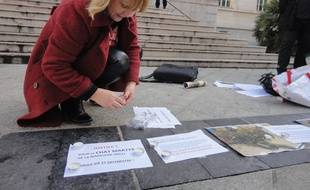 Les militants se mobilisent sur le parvis du Palais de justice de Nice.