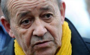 Le ministre de la Défense français Jean-Yves Le Drian (PS) en campagne pour les régionales à Concarneau, dans le Finistère, le 7 décembre 2015