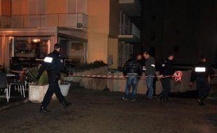 Une nouvelle explosion a visé sans faire de victime un bar du centre-ville d'Ajaccio, sur le front de mer, dans la nuit de mardi à mercredi, trois jours après l'explosion d'une charge qui avait mortellement blessé un restaurateur de 56 ans, a constaté un journaliste de l'AFP.