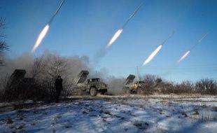 Des tirs de rebelles prorusses à Gorlivka, près de Donetsk en Ukraine, le 18 février 2015