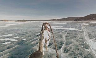 Le lac Khuvsgul à Mongolie, depuis la caméra Google View en mars 2015.