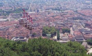 A Grenoble, les prix de l'immobilier chutent depuis dix ans mais plus personne ne veut acheter.
