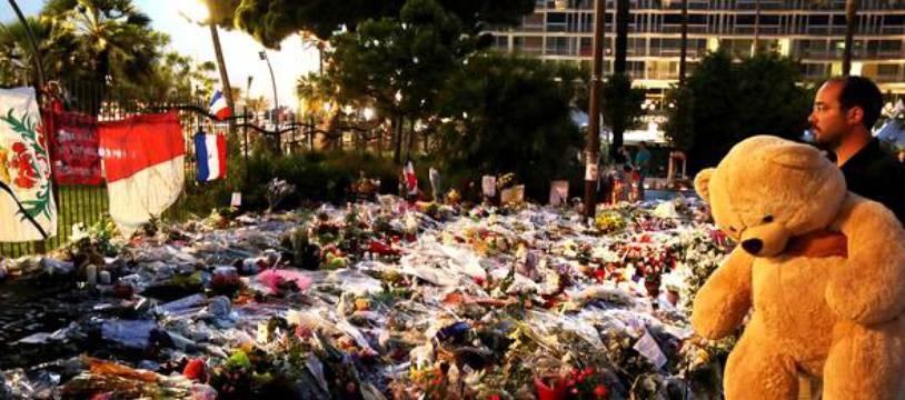 La Promenade des Anglais, quelques jours après l'attentat de 2016 à Nice.