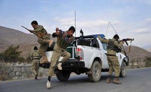 Un attentat suicide a fait au moins six morts au sein d'une foule de spectateurs assistant dans le nord de l'Afghanistan à une partie de bouzkachi, sport national interdit sous le régime des talibans, a annoncé la police.