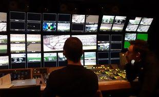 Le camion régie de beIN Sports est impressionnant. Le réalisateur y règne en maître.