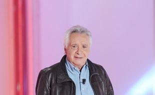 Michel Sardou sur le plateau de l'émission «Vivement Dimanche» en 2015.
