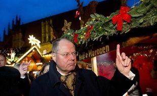 Le principal rival d'Angela Merkel aux législatives allemandes 2013, le social-démocrate Peer Steinbrück, tente dimanche de relancer une campagne chaotique, pour vaincre la très populaire chancelière.