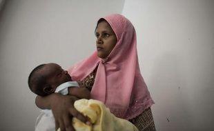 Nuru était affamée, sans domicile et enceinte de neuf mois lorsqu'elle a mis le pied sur une frêle embarcation pour fuir l'ouest de la Birmanie, déchirée par des violences communautaires. L'inconnu, c'est toujours mieux que l'enfer.